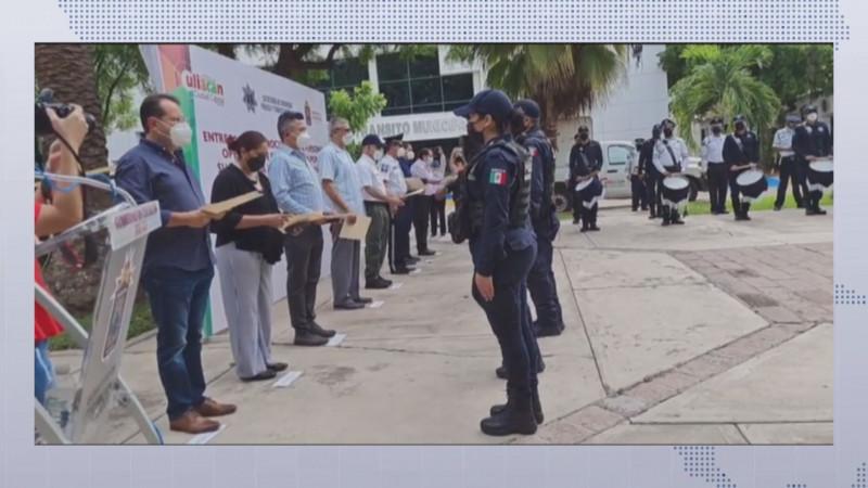Entregan reconocimientos a policías y tránsitos de Culiacán