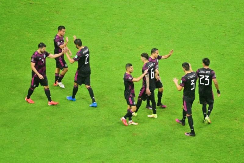 Mexico triunfa agónicamente frente a Jamaica por 2-1