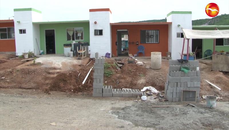 Desplazados piden que les abastezcan agua potable en fraccionamiento CVIVE