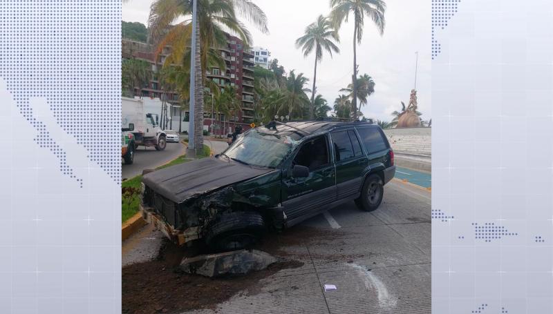 """Vuelca Jeep frente al monumento de """"los delfines"""""""