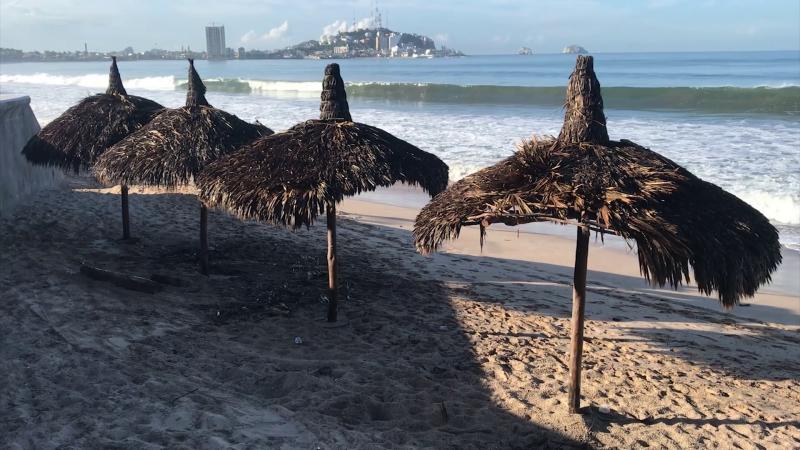 Se incendian tres palapas en malecón de Mazatlán