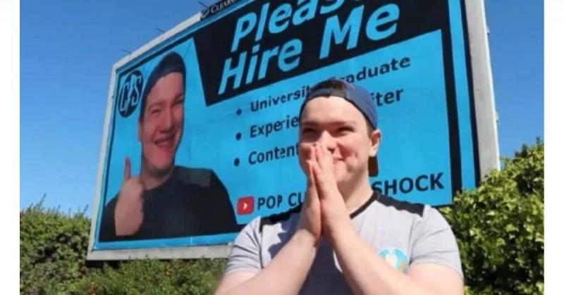 Joven gasta 11 mil pesos en anuncio de su CV, pero no lo contratan