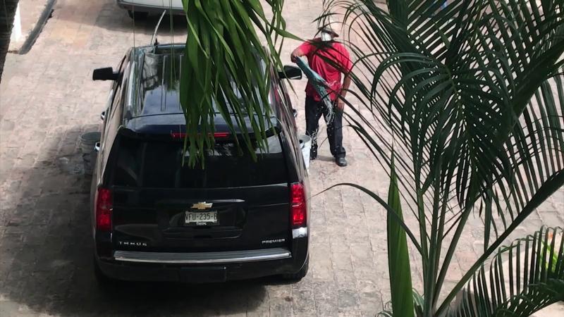 Lavan camioneta de alcalde en plena crisis del agua