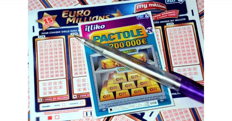 """Anciana Italiana gana 500 mil euros en """"raspadito"""" y el dueño de la tienda se fuga con el boleto"""