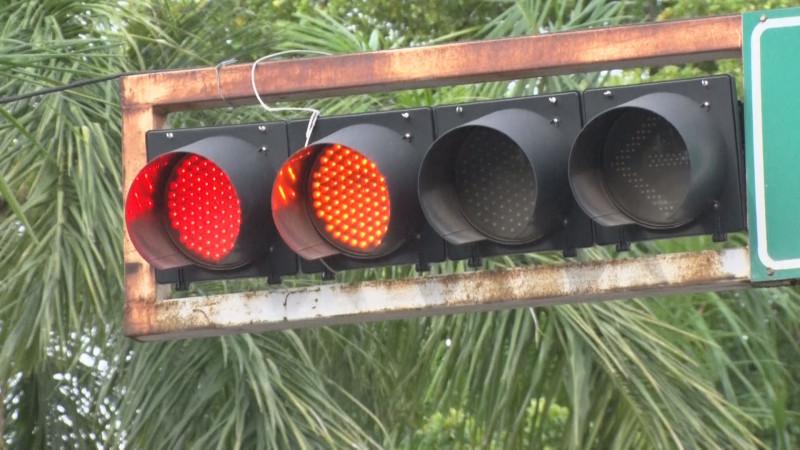 En preventivos semáforos sobre Leyva y Rubí