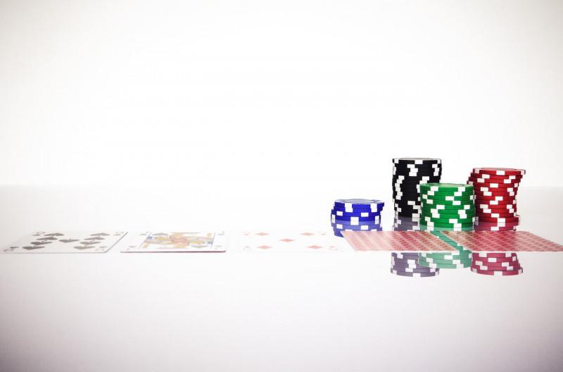 Conoce las variaciones del blackjack: del casino a la versión online.