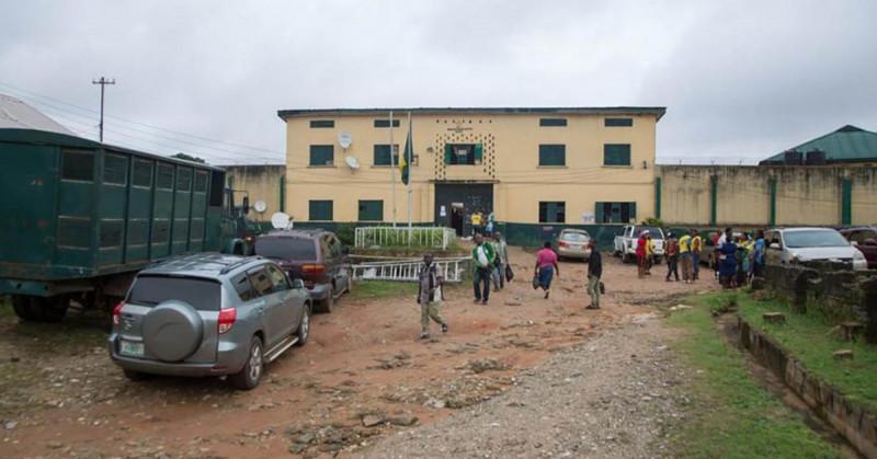 Hombres armados atacan prisión en Nigeria y liberan a 240 presos