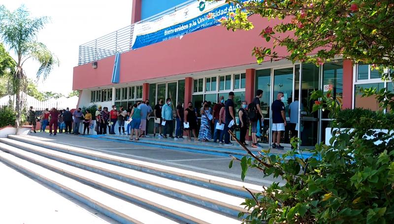 Aplican segunda dosis de vacuna de 40 a 49 años y primera a rezagados en Mazatlán
