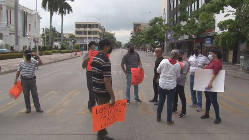 Con bloqueo  por la Obregón policías jubilados exigen ser escuchados