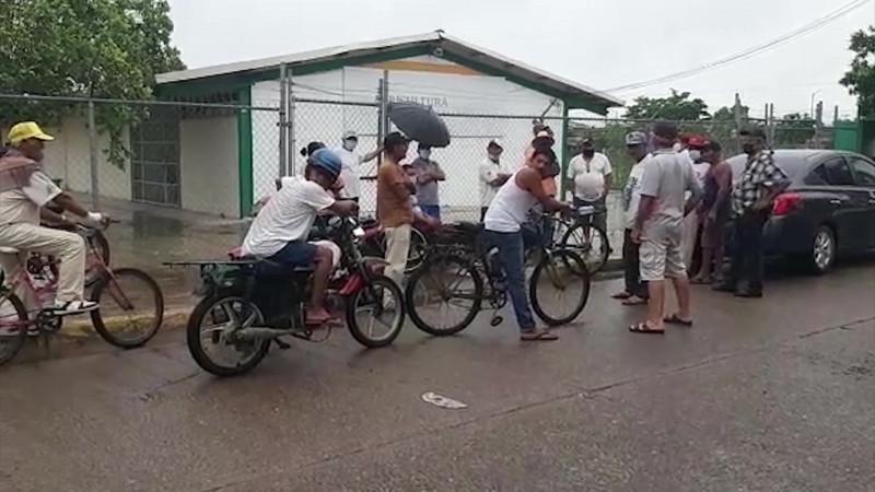 Pescadores tomaron las instalaciones de SAGARPA en Escuinapa