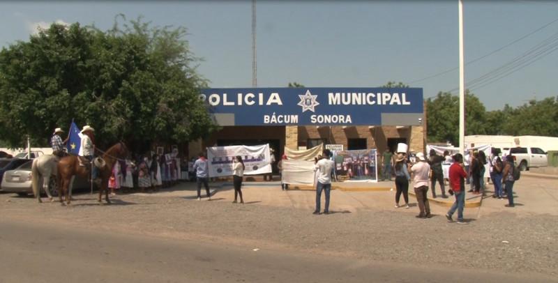 Marchan por segundo día consecutivo familiares de desaparecidos en Loma de Bacum