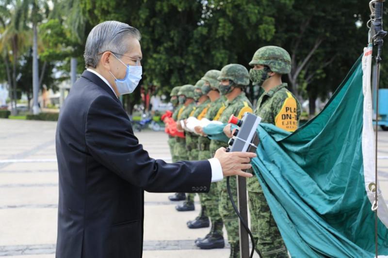 Izamiento a la bandera por 211 años de Independencia de México