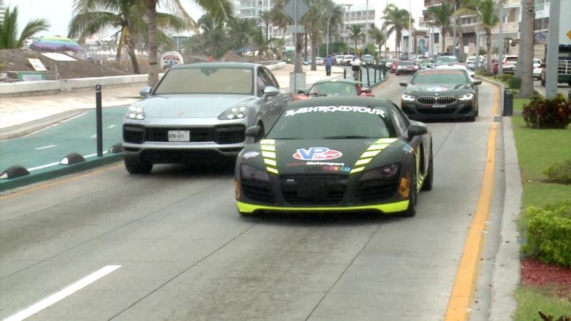 Roban miradas autos de alta gama en Mazatlán