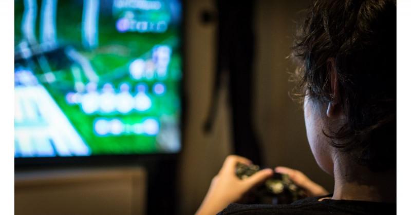 Hospitalizan a menor por adicción al Fortnite: jugaba 20 horas diarias