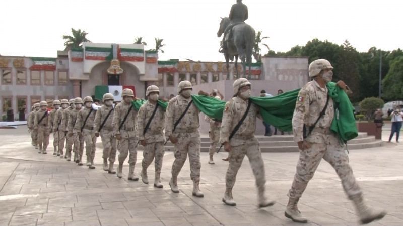 Mantienen corporaciones policíacas y comisarías y delegaciones: vivo el tradicional desfile cívico militar