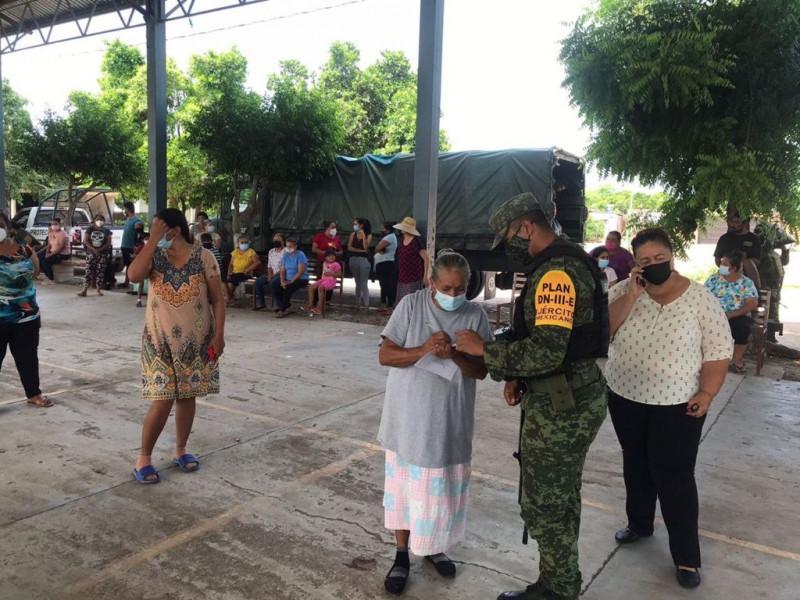 Ejército Mexicano apoya en la distribución de despensas en localidades de Sinaloa