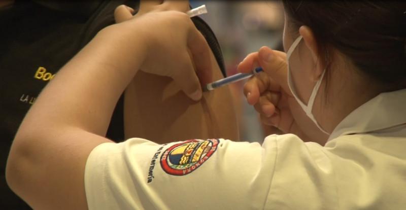 Piden a jóvenes que impriman su papeleta de vacunación
