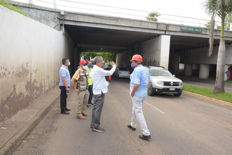 """Alcalde Ferreiro supervisa daño de  puente """"Miguel Hidalgo"""""""