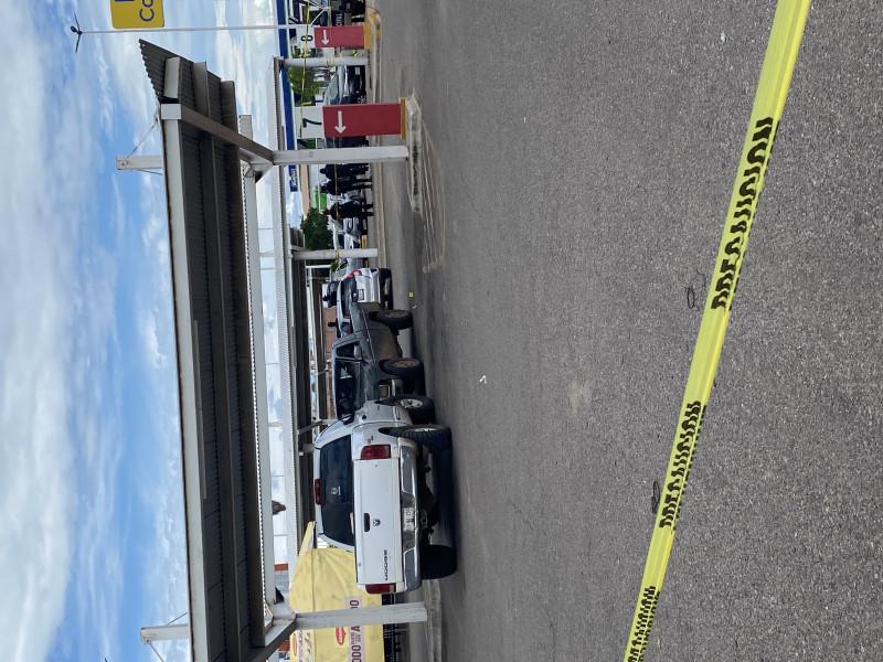Asesinan a hombre en el interior de un estacionamiento en plaza comercial