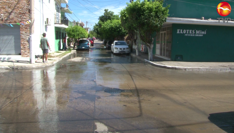 Hasta las habitaciones llega una fuga de aguas negras en la colonia Benito Juárez