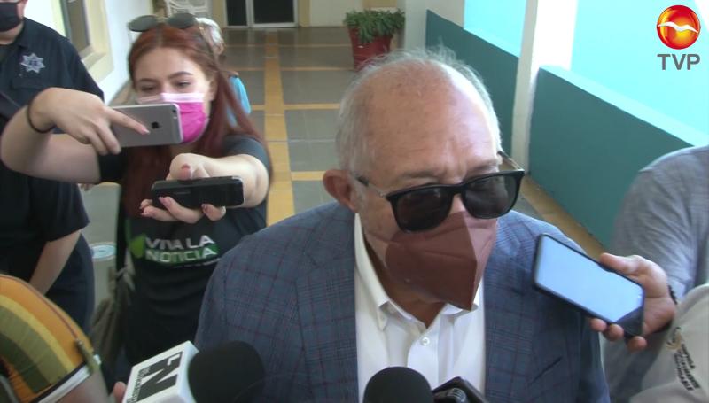 Dice alcalde que recorre Mazatlán para revisar dónde hay baches y repararlos