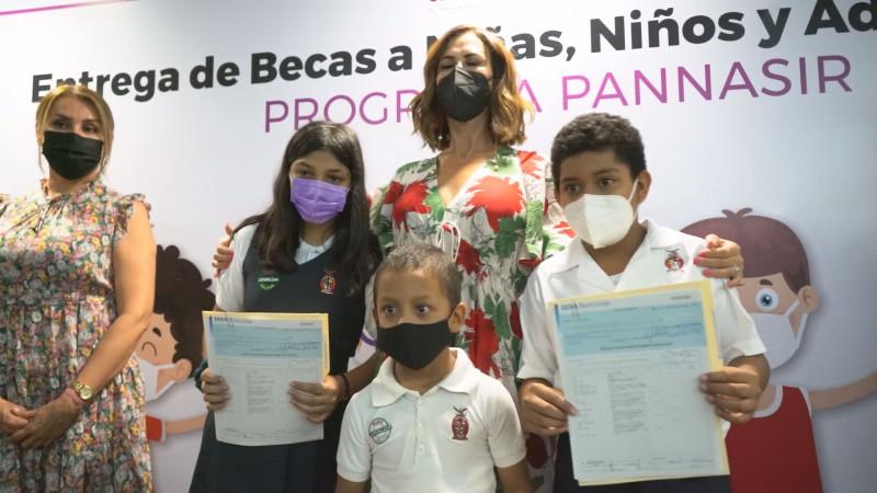 Entrega el DIF Sinaloa becas a beneficiarios de PANNASIR