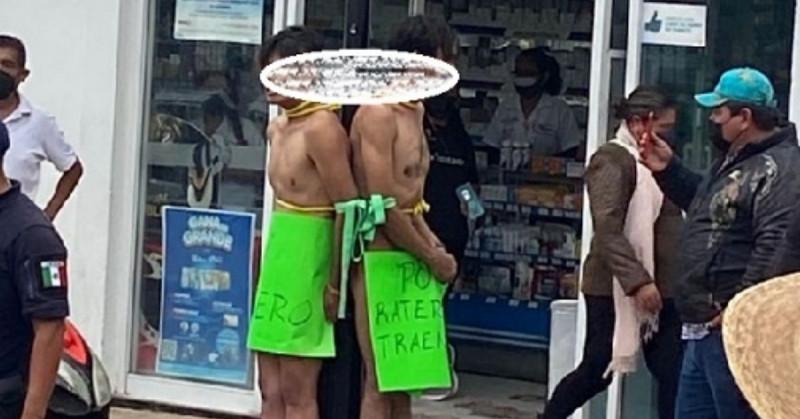 """""""Soy ratero"""": Amarran, desnudan y exhiben a dos ladrones hasta que la Guardia Nacional los rescata"""