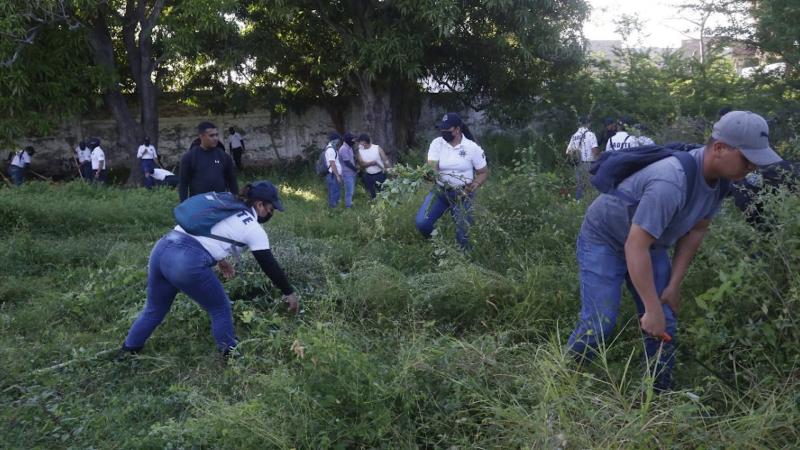 Continua la limpieza de escuelas en Mazatlán
