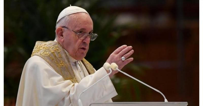 """Los jóvenes utilizan las las redes sociales como un """"campo de batalla"""", asegura el papa Francisco"""