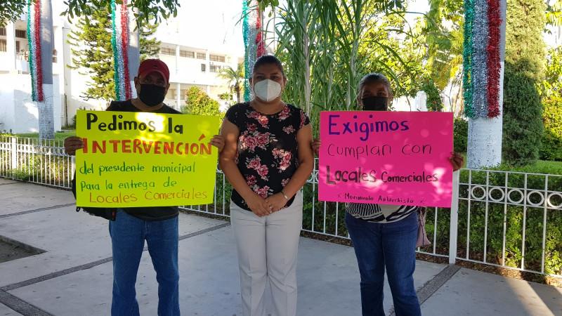 Antorchistas piden se cumpla el compromiso de asignarles locales comerciales luego de haber sido retirados de la vía pública
