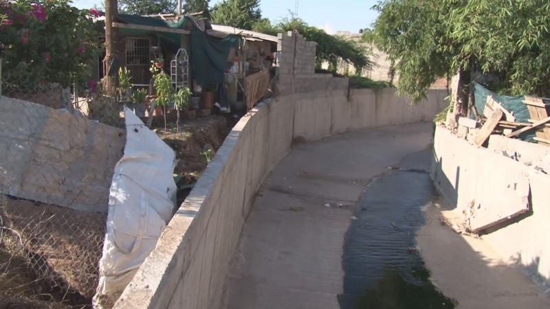 Habitantes de la colonia Adolfo López Mateos denuncian las malas condiciones de arroyo