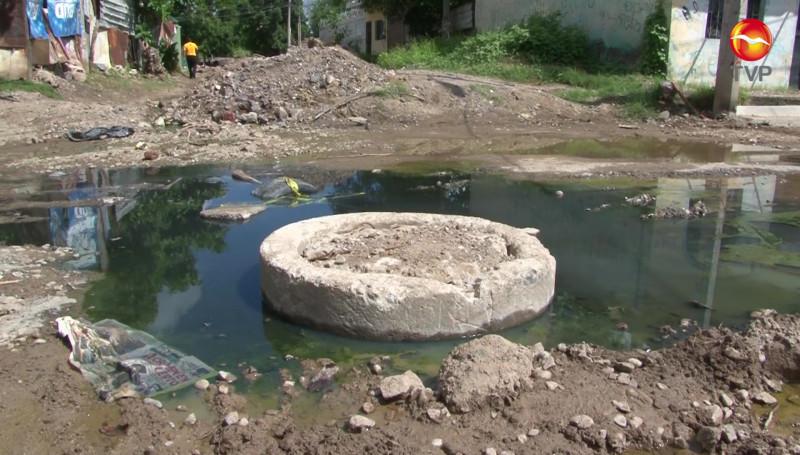 Se estancan aguas negras en calle de la Colonia Francisco I. Madero
