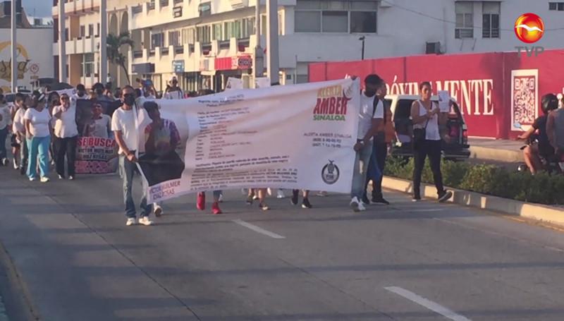 Marchan para localizar a joven que desapareció en Fraccionamiento Hacienda del Seminario