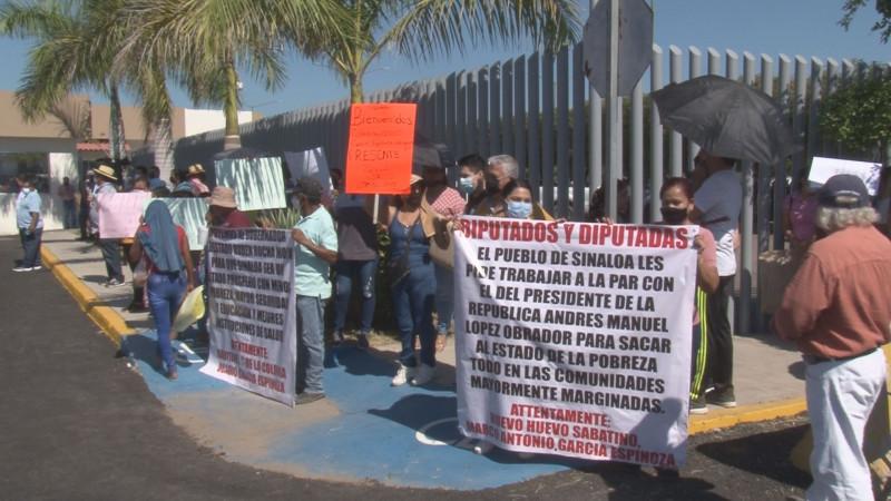 Grupos de manifestantes llegan hasta el Congreso del Estado para exigir resultados