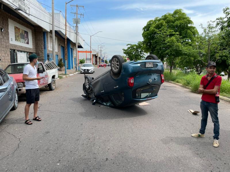 Accidente de tránsito deja a un adulto mayor lesionado