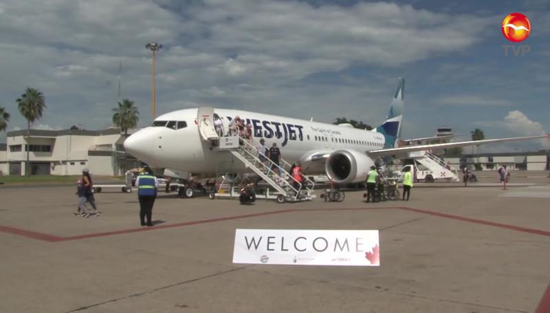 Llega a Mazatlán, el primer vuelo de la temporada invernal, procedente de Canadá