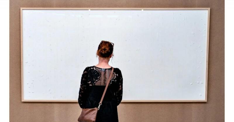 """Artista vende obra en blanco """"Toma el dinero y corre"""" en 1 millón 704 mil pesos a un museo"""