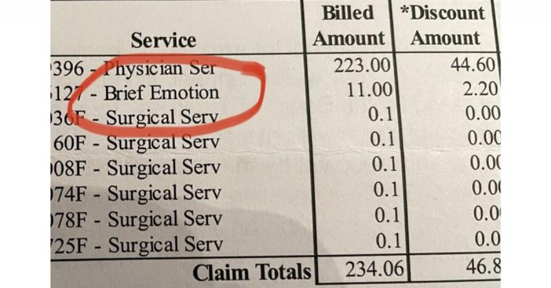 Mujer va a hospital privado y le cobran 11 dólares por haber llorado tras su cirugía