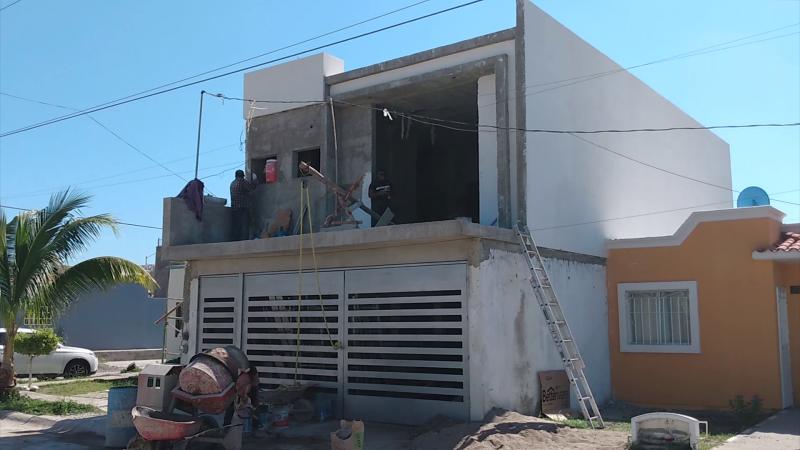 Cae albañil de construcción, fue trasladado a una clínica