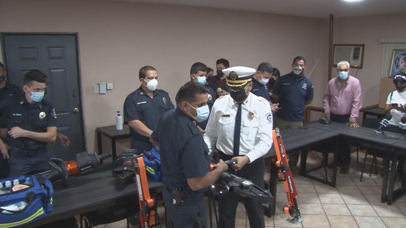 Entregan equipamiento bomberos de Culiacán