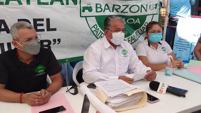 Barzonistas de Mazatlán se plantan en oficinas del INFONAVIT