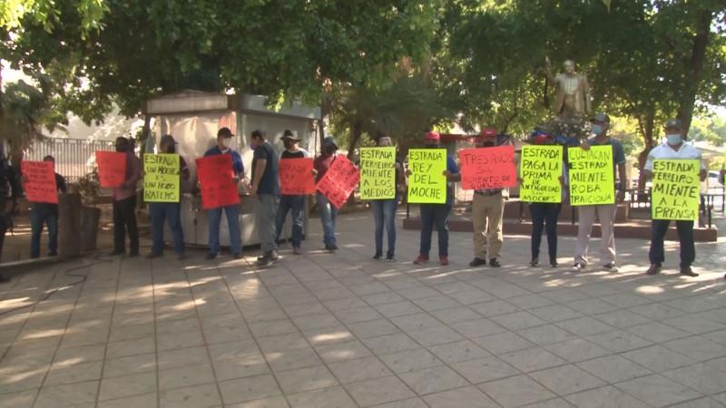 Piden policías jubilados que el ayuntamiento les pague su pensión