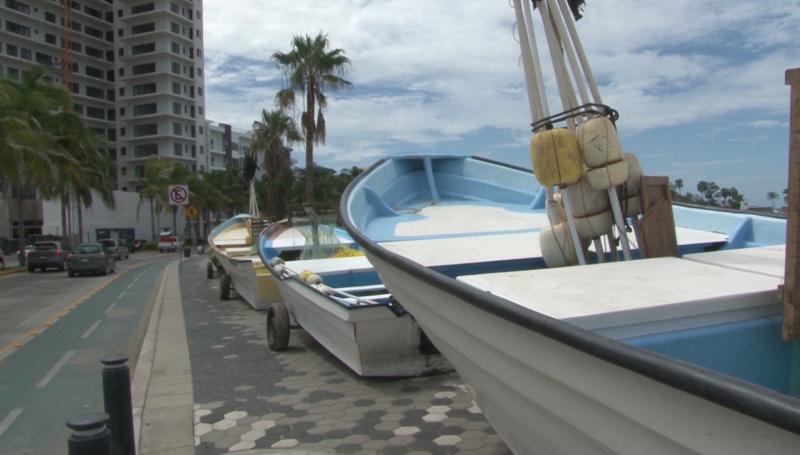 Resguardan pangas en el malecón de Mazatlán por fenómeno climático