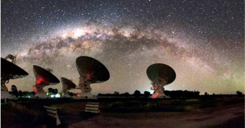 Astrónomos detectan señales de radio insólitas desde el centro de la Vía Láctea