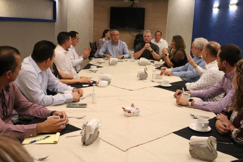 Se reúne el alcalde electo de Ahome regidores electos