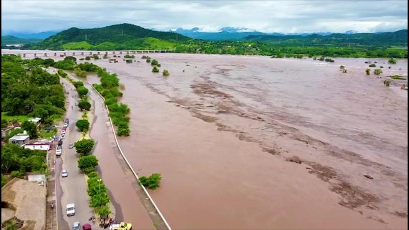 Se desbordó el Río Baluarte en Rosario
