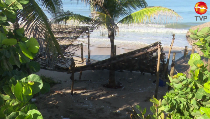 Deja Pamela daños a palapas y restaurantes de Mazatlán