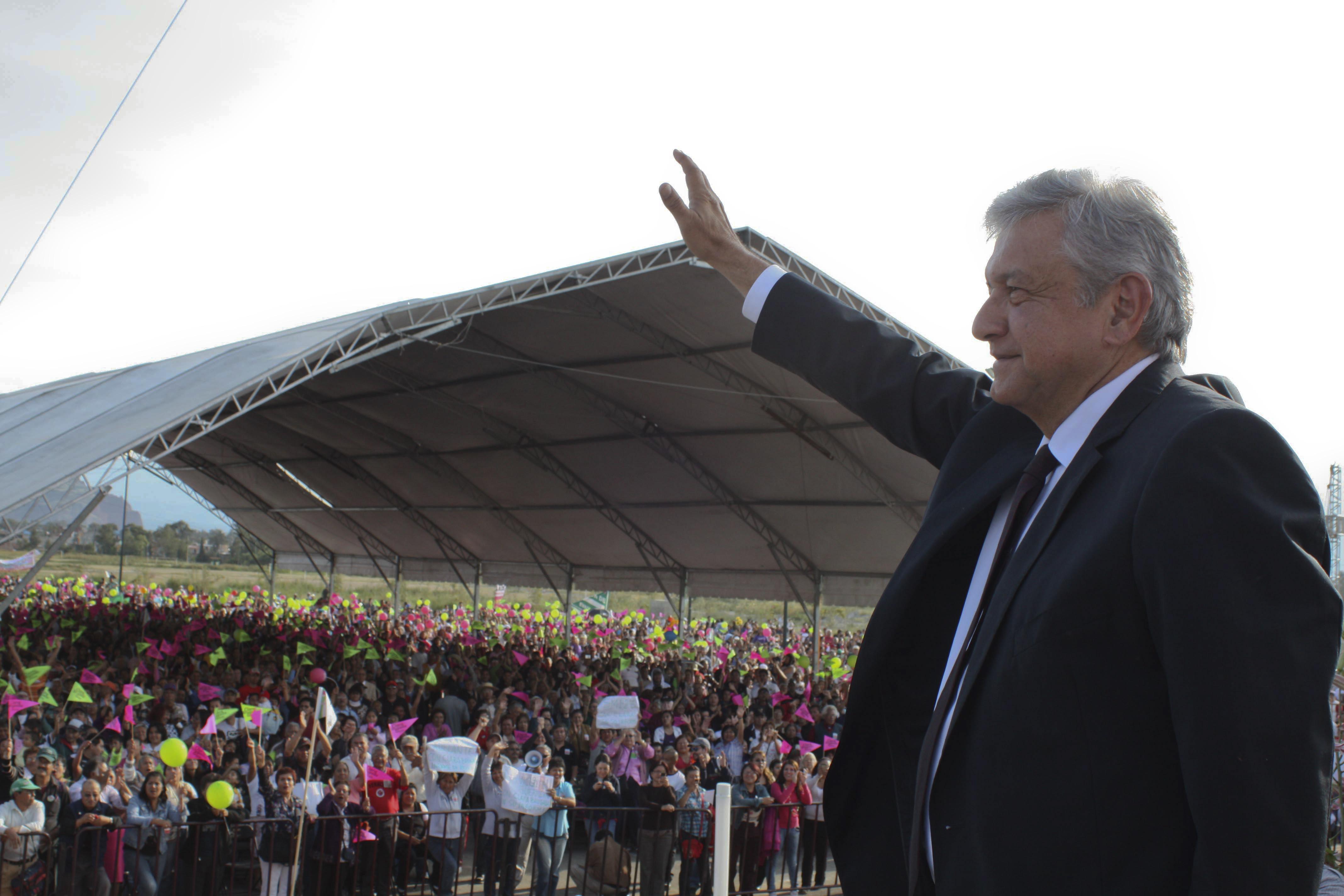 Zavala habla de bajar feminicidios con mujeres de Oaxaca