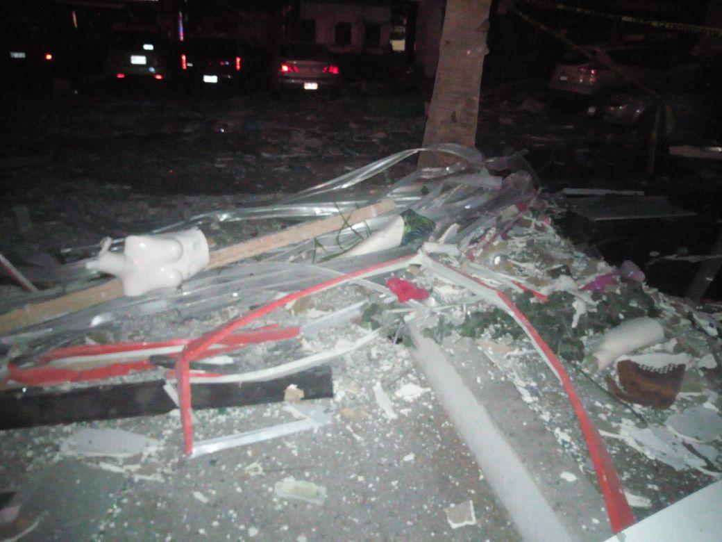 Explosión en centro comercial deja siete heridos en Sinaloa