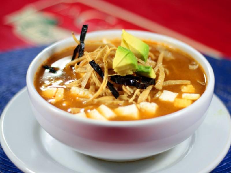 Sopa de Tortilla, Queso y Tocino